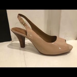NWT✨SIZE 9.5 Clarks Artisan nude patent heel